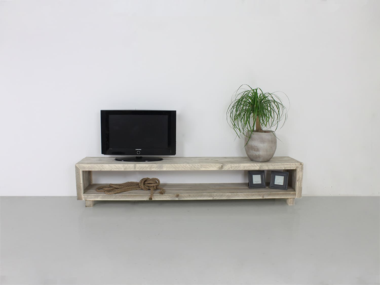 Glaze Tv Meubel.Custom Made Pinewood Tv Stand Toledo Apartment Therapy S Bazaar