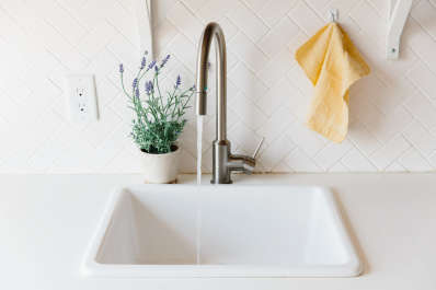 Elkay Edgeless Drains Make Cleaning Kitchen Sinks Easy | Apartment ...