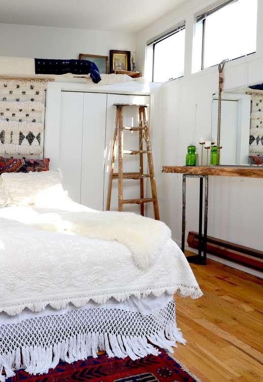 5 tiny bedroom tips easy to do stylish ideas apartment therapy - Tiny Bedroom