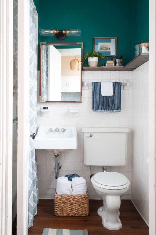 8 Stylish Solutions For Ugly Rental Bathrooms Apartment Therapy