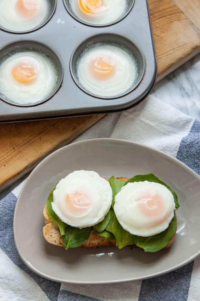 how to make poached eggs at home
