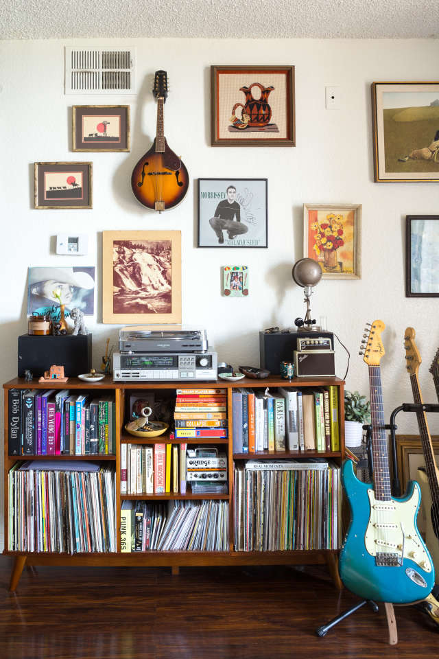 House Tour A Guitar Filled Silver Lake Apartment Apartment Therapy