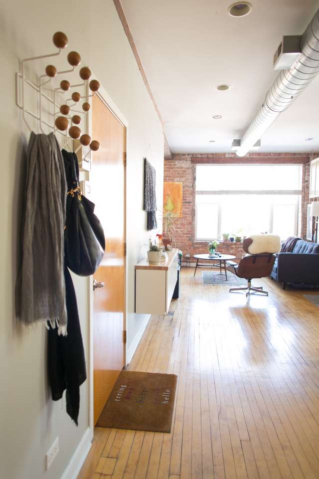 House Tour A Spacious Place In Chicago Apartment Therapy