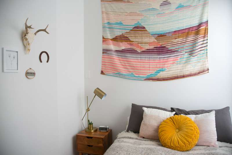House Tour A Serene Shared Chicago Space Apartment Therapy