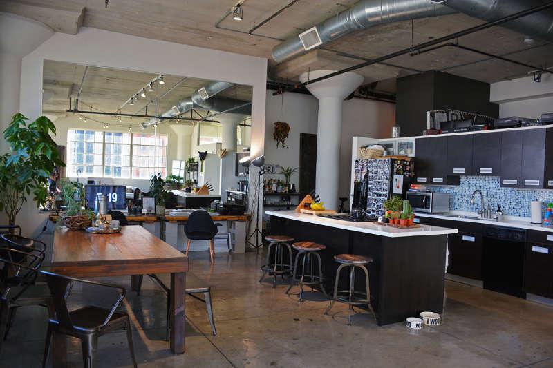 House Tour A Cozy Industrial La Loft Apartment Therapy