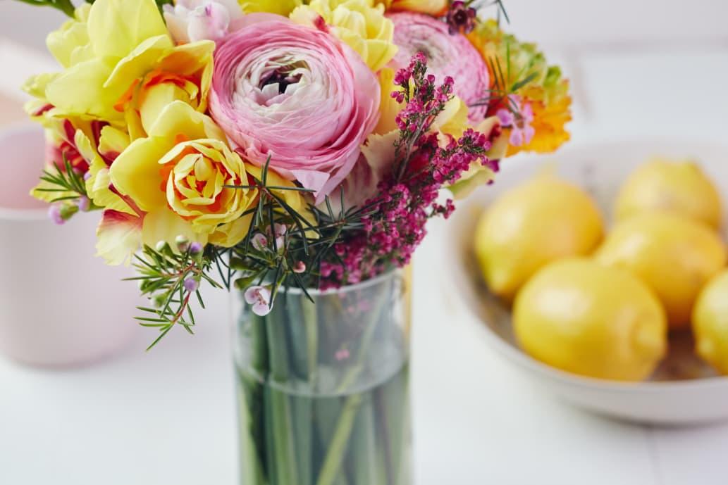 how to make cut flowers last longer kitchn. Black Bedroom Furniture Sets. Home Design Ideas