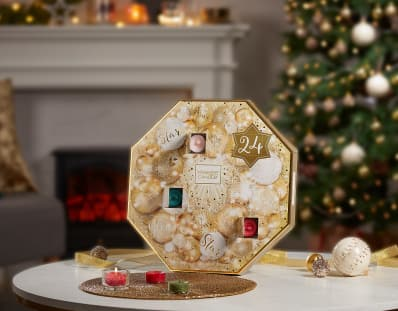 yankee candle 39 s advent calendars come with 3 festive. Black Bedroom Furniture Sets. Home Design Ideas