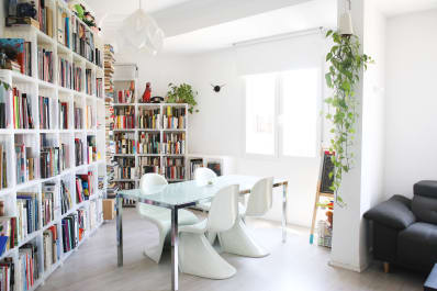 The Best Ways To Decorate With Bookshelves