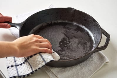 lodge cast iron cookware review