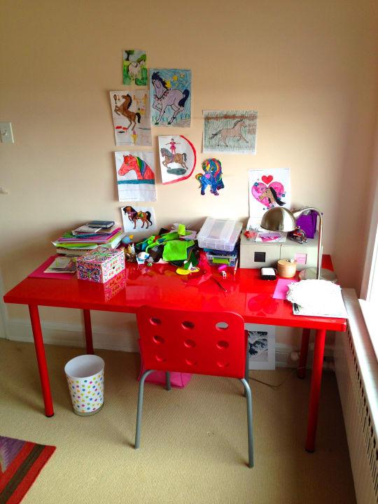 Vika Amon / Vika Adils Desk