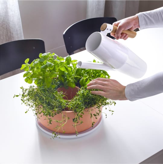ANVÄNDBAR 2-Piece Self-Watering Planter