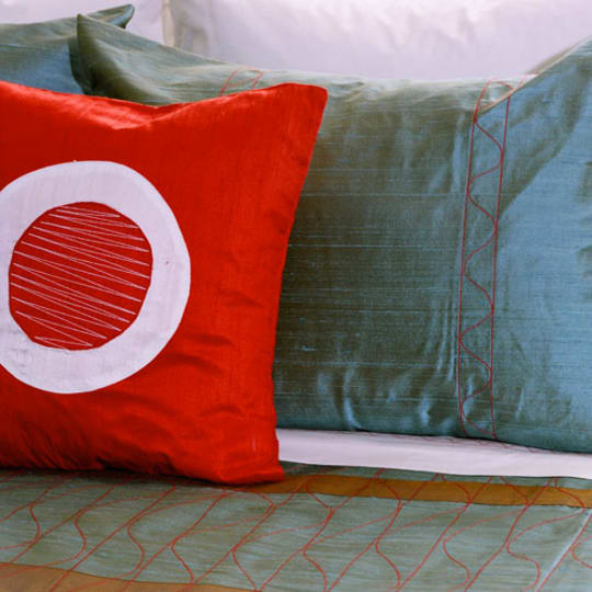 Jiti Bedding Silk Duvets & Pillows