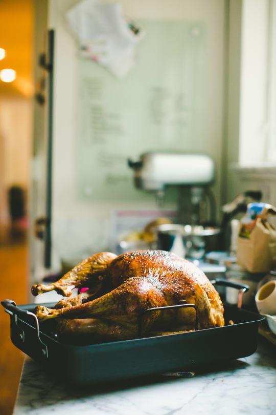 Calphalon Kitchen Essentials Hard-Anodized Nonstick Roaster with Rack