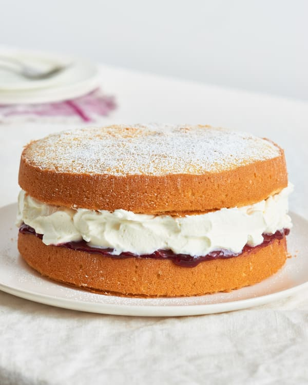 Image Credit Joe Lingeman Kitchn Before The Victoria Sponge