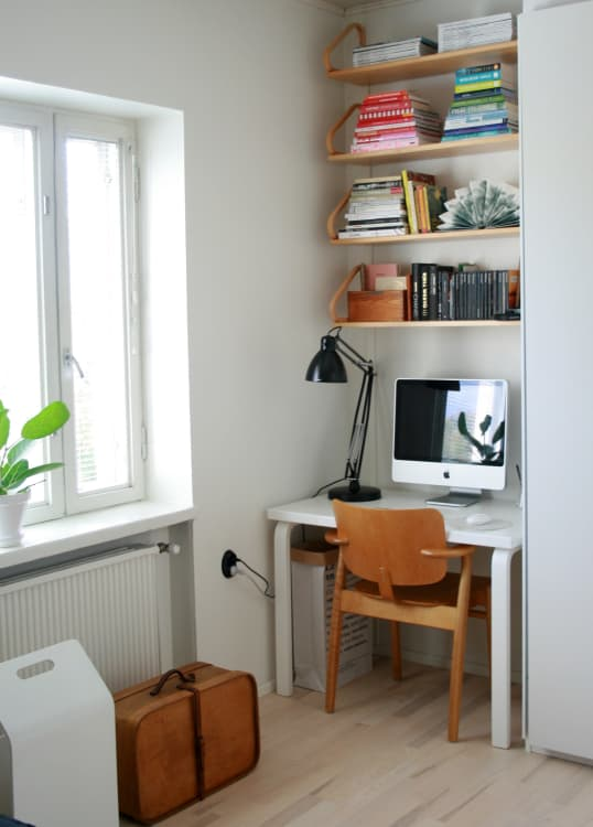 Tiny home office Walk In Closet Kaisa Ottos Black And White Abode In Helsinki Apartment Therapy Yes You Can Fit Home Office Into Your Tiny Home Apartment Therapy