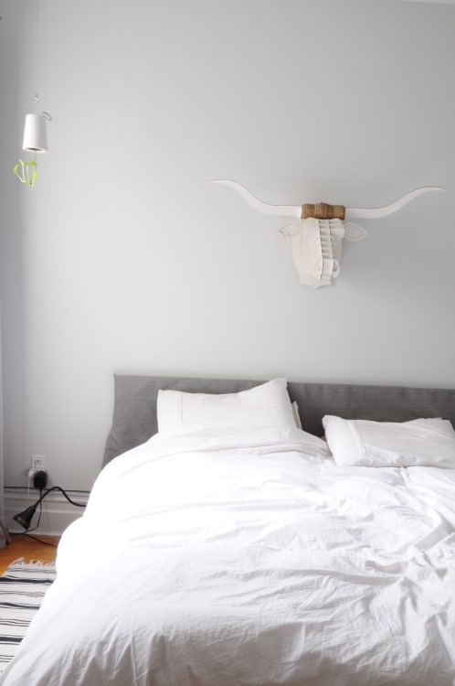 How To Clean Your Bedroom Thoroughly And Efficiently: A Quick U0026amp; Easy  Guide | Apartment Therapy