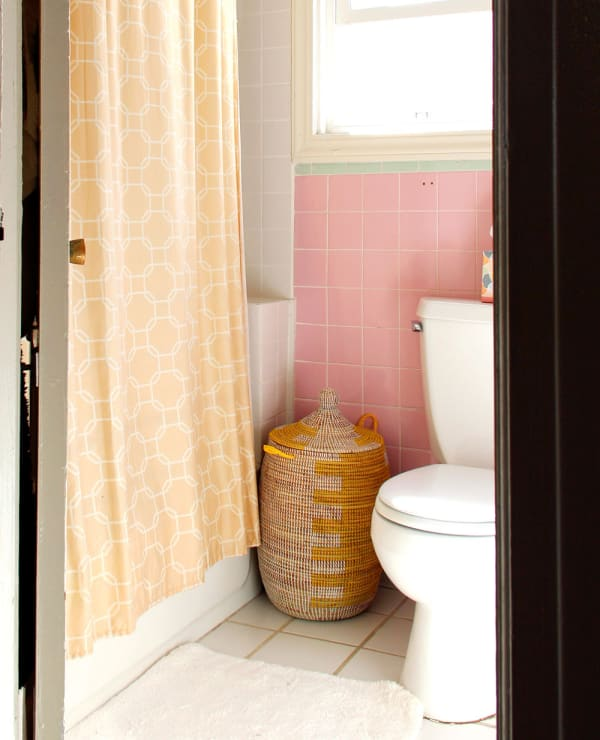 5 Ways To Survive A Small Bathroom Apartment Therapy