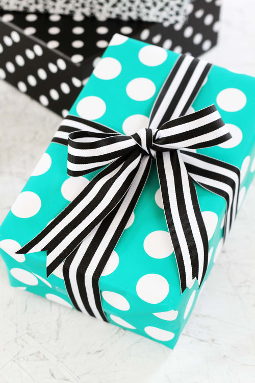 pretty presents how to tie a perfect ribbon bow for a gift