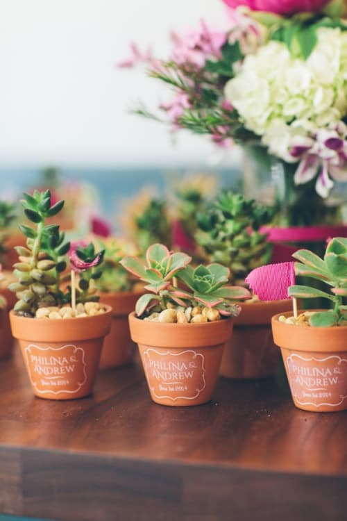 9 Wedding Favors Your Guests Will Actually Want to Grab   Apartment ...