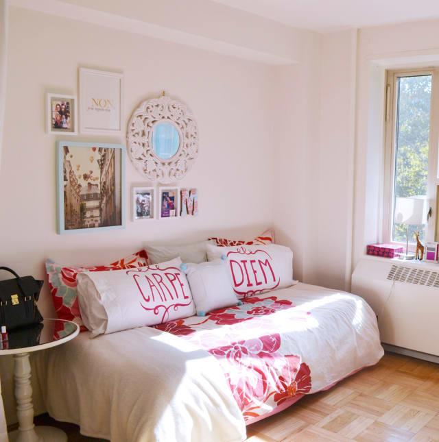 Maeve & Her Roommates' Post College Apartment