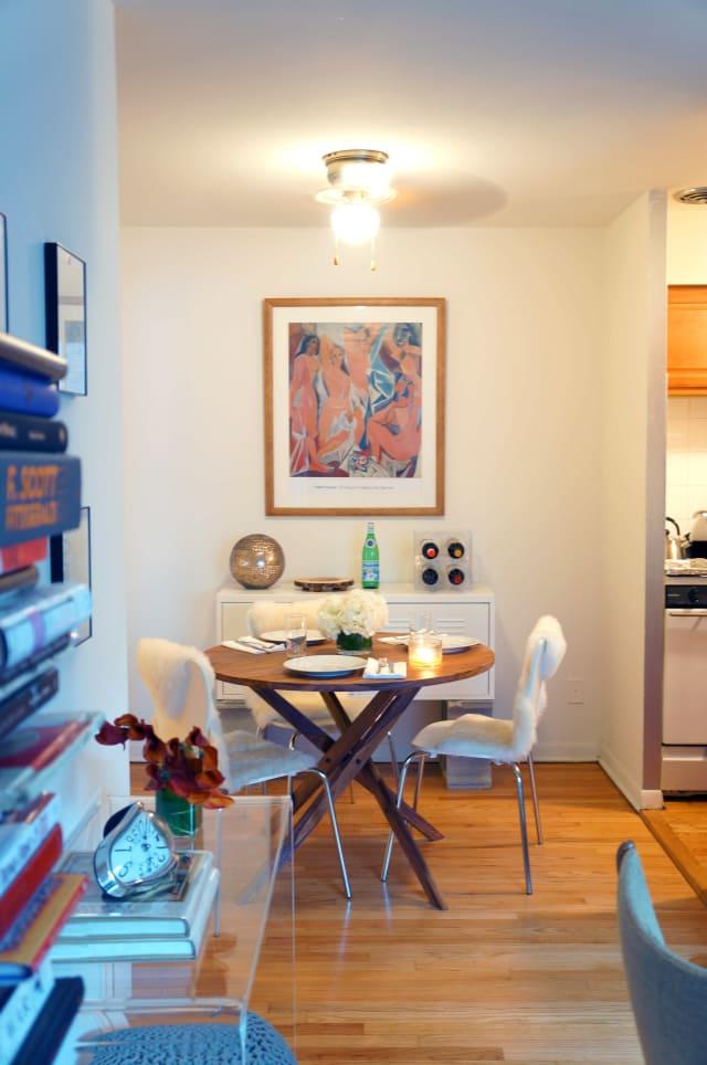 Sanja's Modern Art-Filled Chicago Apartment   Apartment ...
