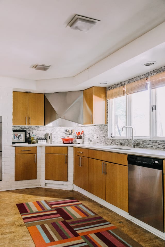 6 Modern Kitchens Rocking Natural Wood Cabinets ...