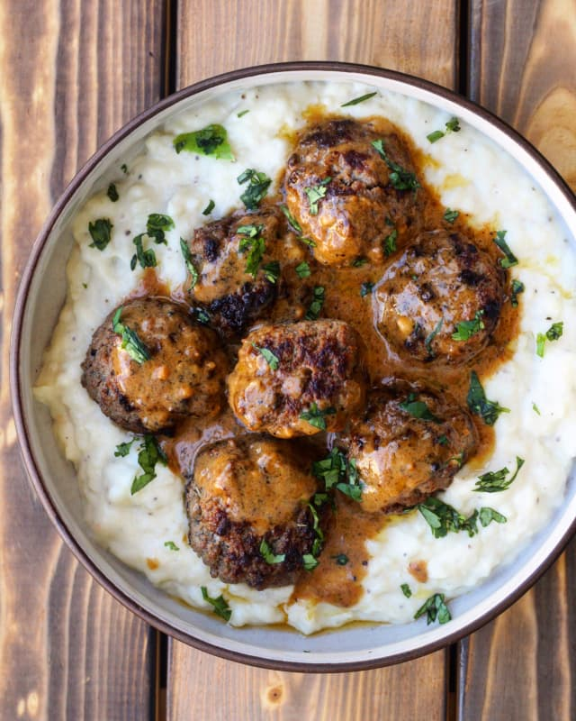Cauliflower Mash with Meatballs and Gravy Is a Dinner Win — Delicious Links