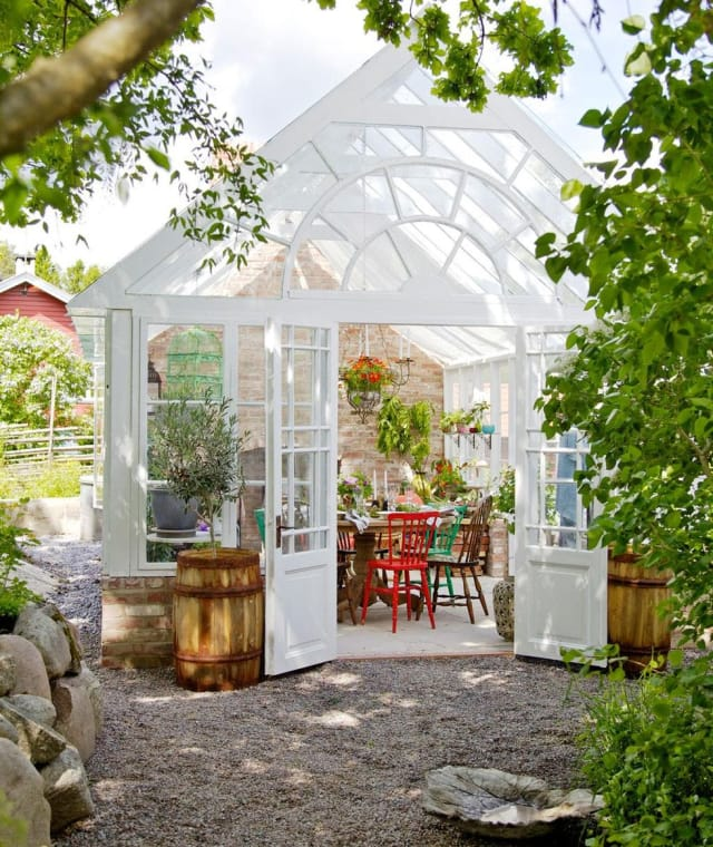 Greenhouse Apartments: Small Greenhouse Backyard Ideas