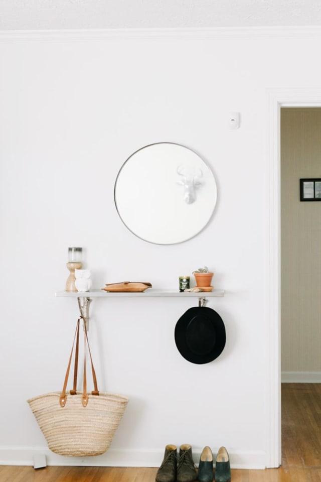 Foyer Minimalist Wallet : Minimalist entryway essentials organizing ideas