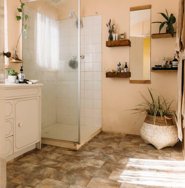 Small Bathroom Design & Storage Ideas