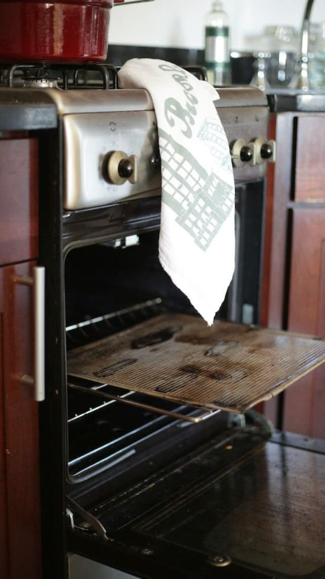 how to clean a spill in the oven