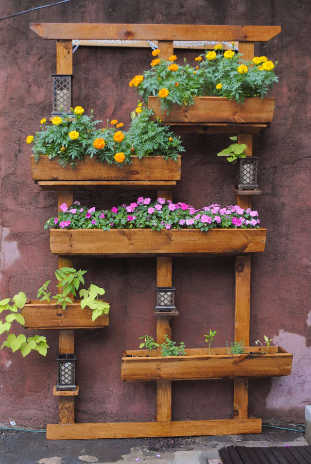 Do It Yourself Home Design: How To Build A Vertical Garden For Your Backyard