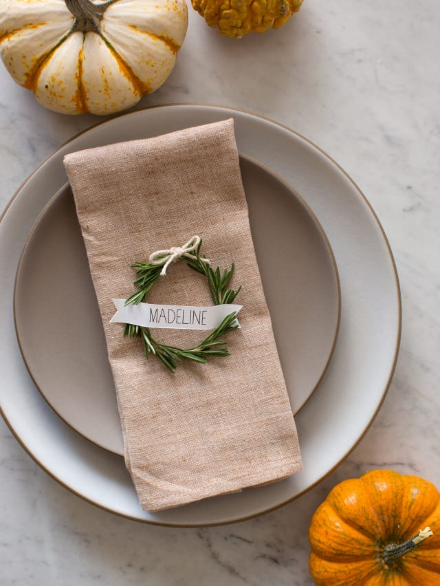 Charming DIY Holiday Place Cards by Kitchn
