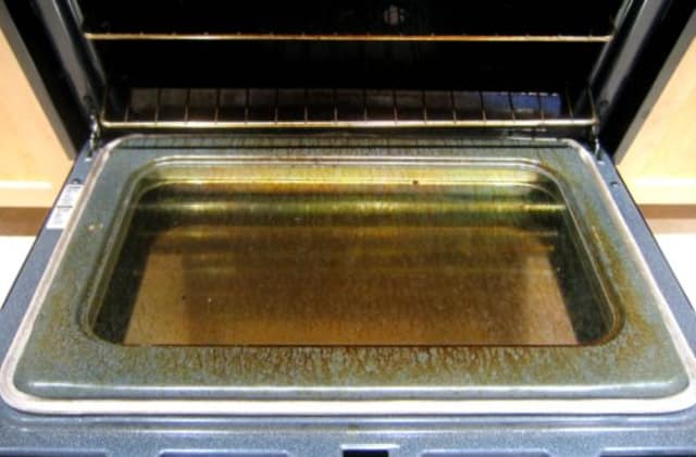 Why You Should Almost Never Use Your Ovens Self Cleaning Function