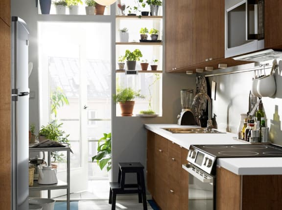 Beau While The Average American Home Size May Be Shrinking, The Trend Towards  Big Family Style Kitchens Seems To Stay Strong. Itu0027s Not Always Easy To  Find ...