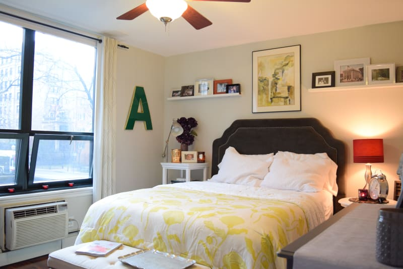 Ashley Amp Emily S First Chicago Apartment Apartment Therapy