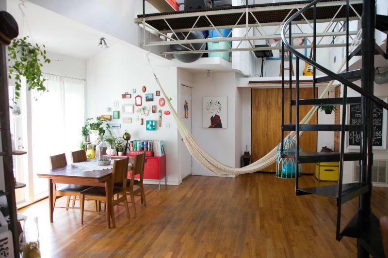 House Tour A Bright Art Filled Chicago Loft Apartment