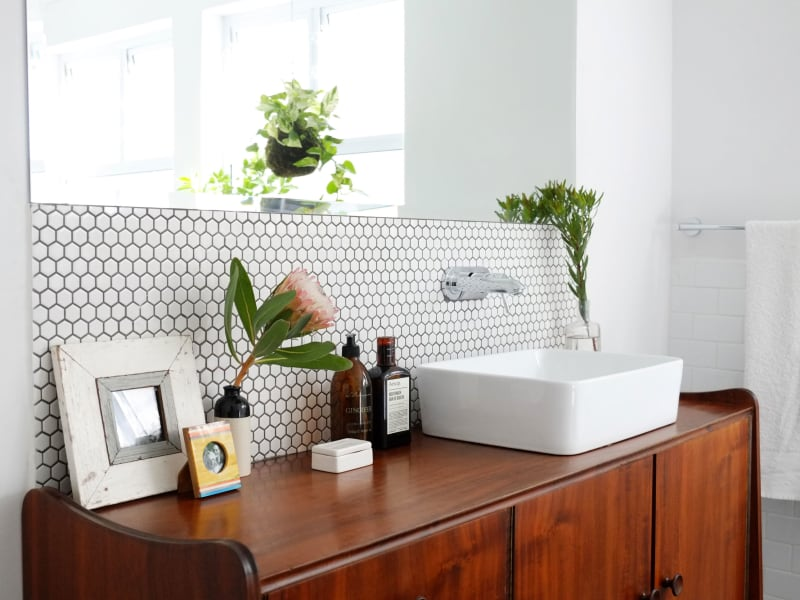 This Weekend: Contend With (& Conquer) Your Bathroom Storage