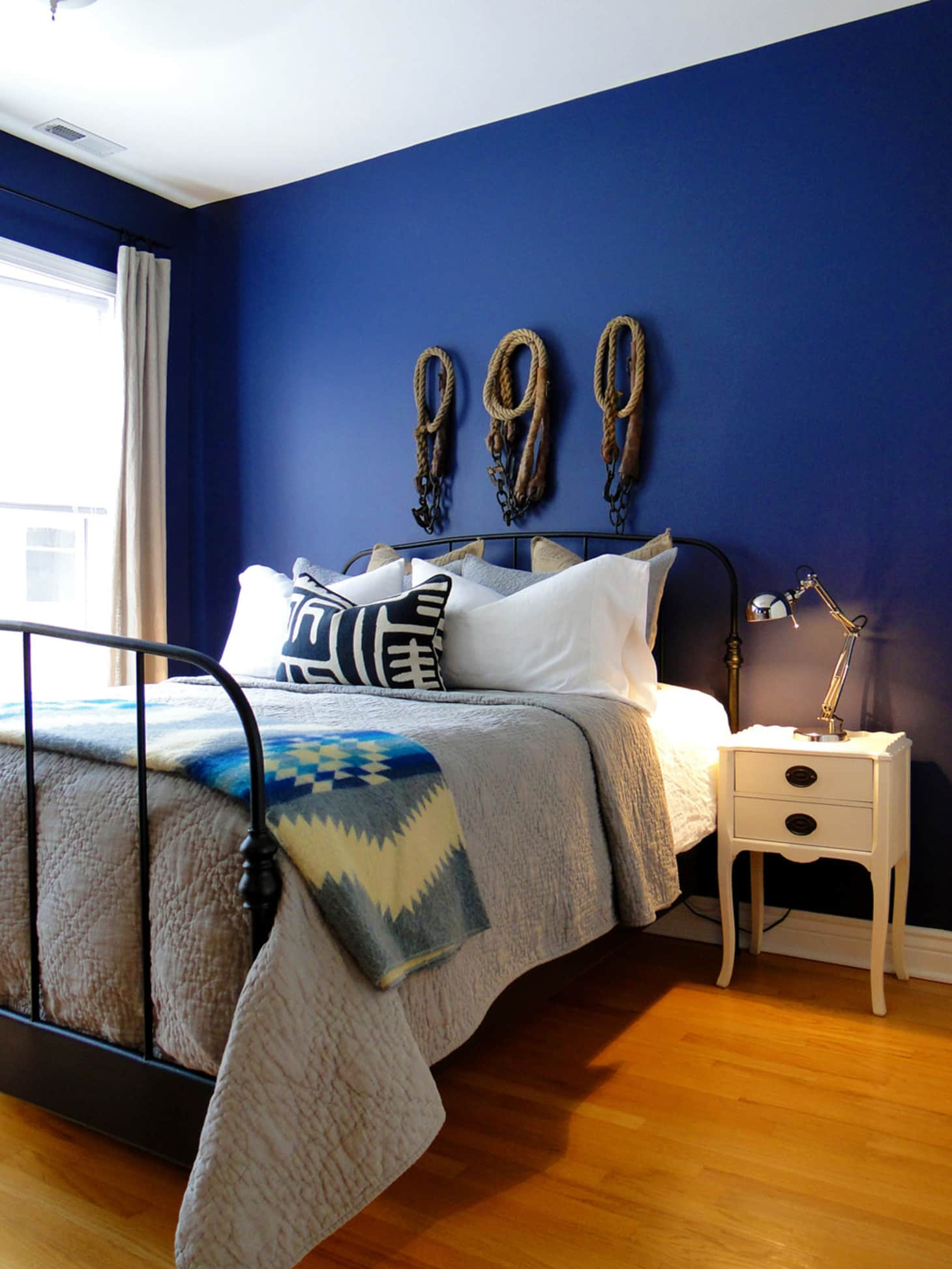 20 Bold & Beautiful Blue Wall Paint Colors | Apartment Therapy