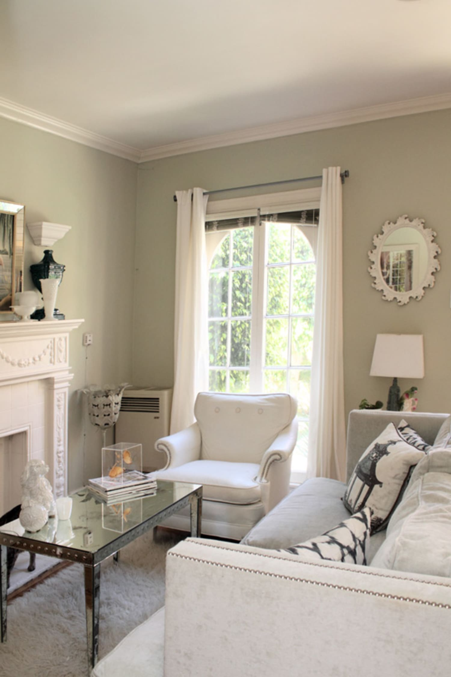 A Light Bright Amp Elegant Living Room Apartment Therapy
