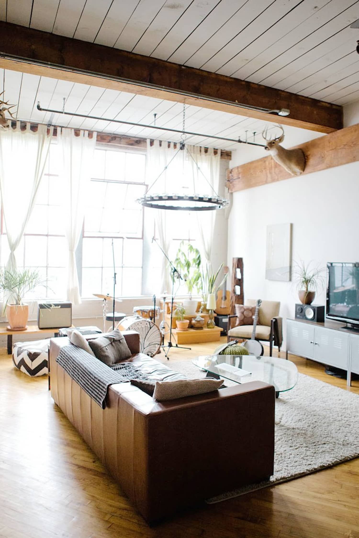 5 Really Great Reasons to Float The Furniture in Your Living ...