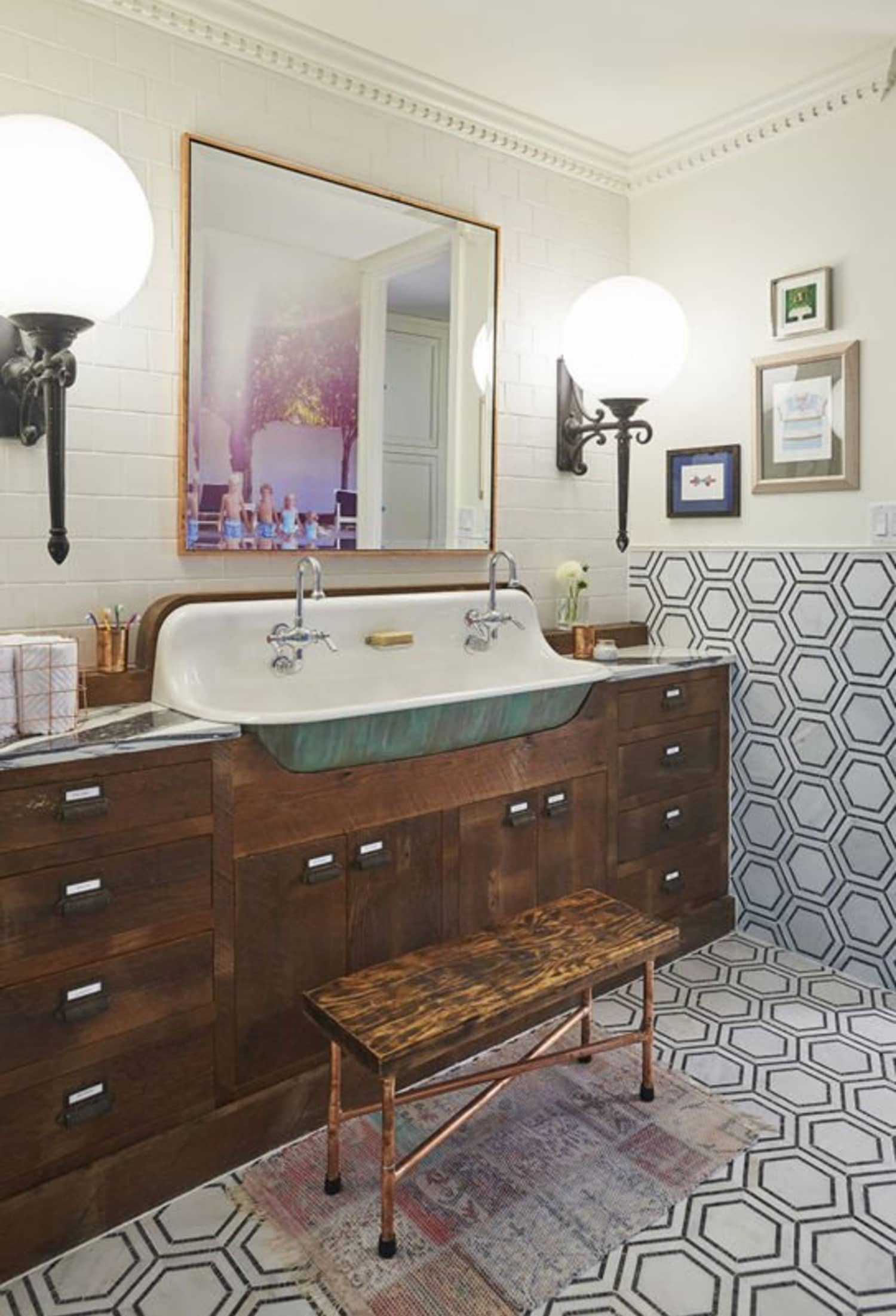 Ideas To Steal From A Gorgeous Vintage Style Bathroom