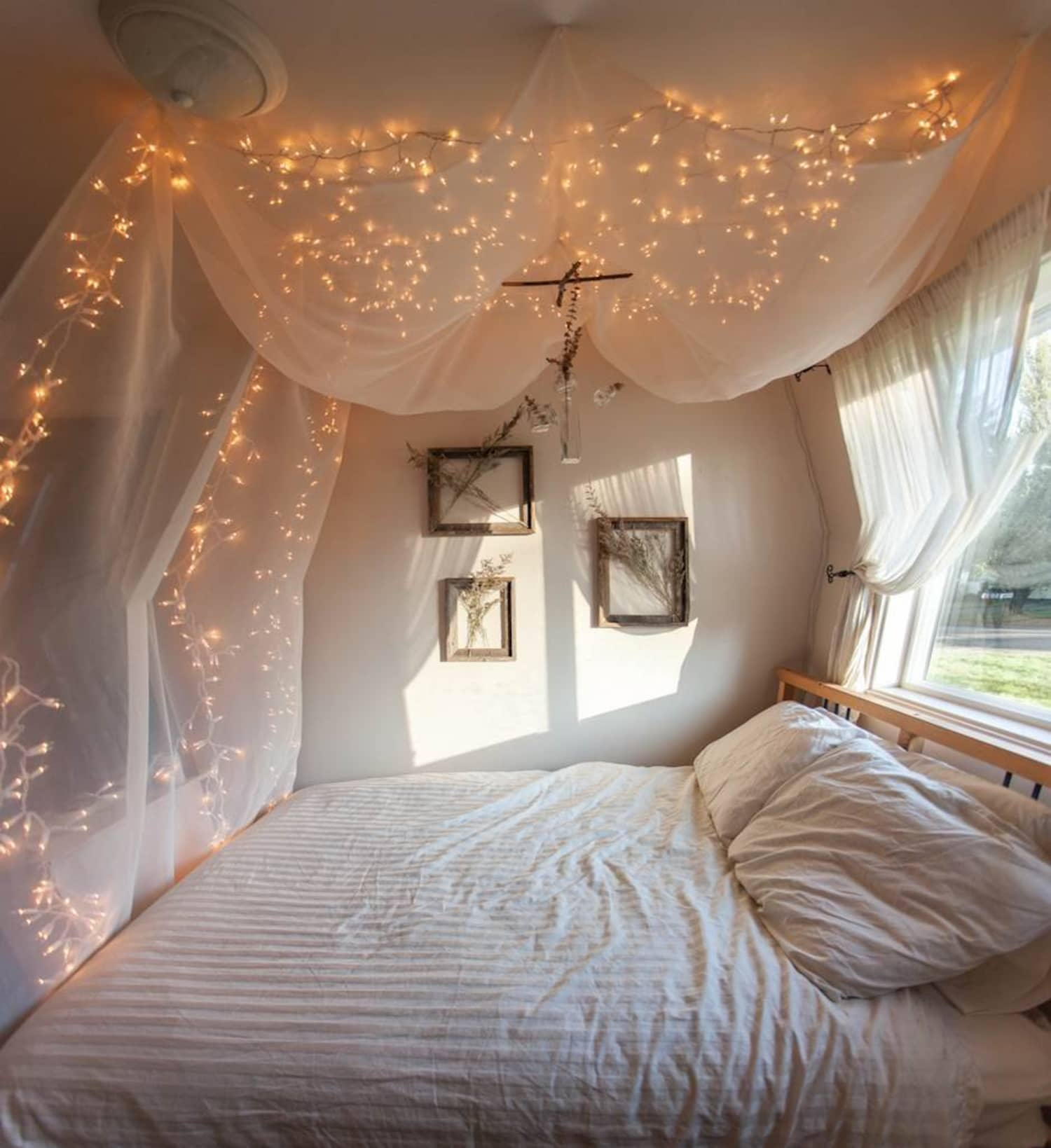 quality design bc0a8 aafe6 Nine Creative Ways to Use String Lights in the Bedroom ...