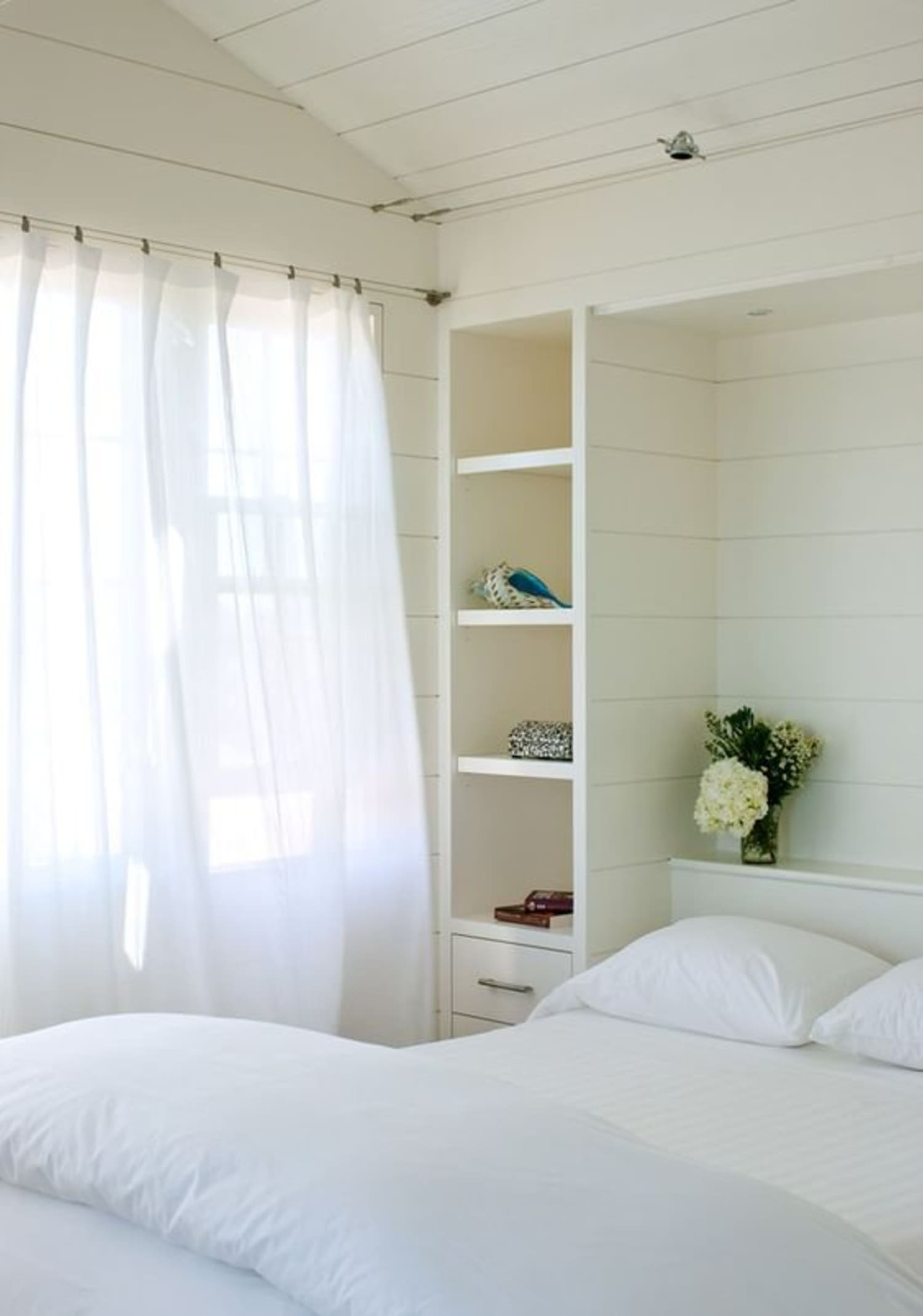 Clever Built-ins to Make the Most of Small Bedrooms ...