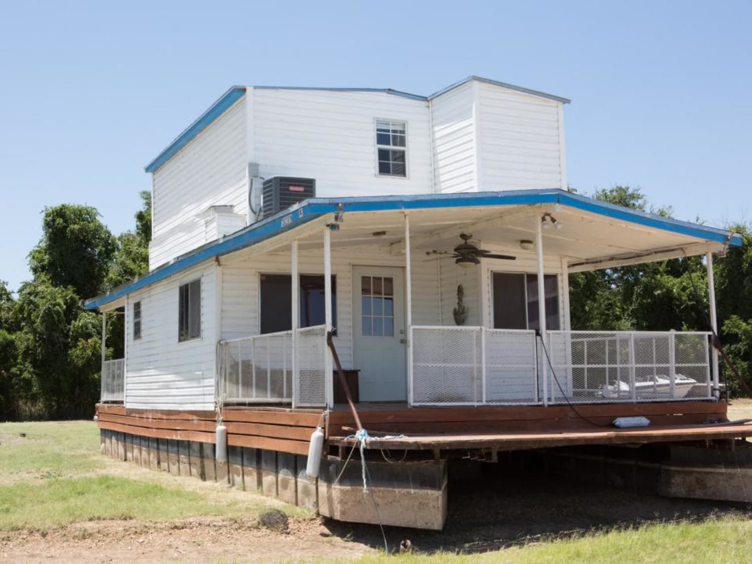 Before & After: 'Fixer Upper' Totally Transformed a Rundown Houseboat
