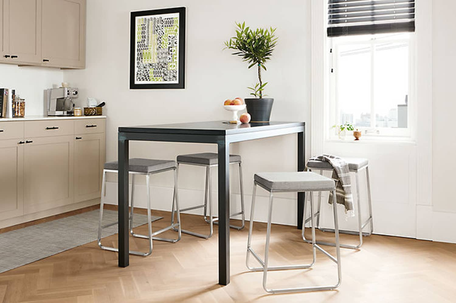Small Spaces || Apartment Decorating Ideas - Somewhat Simple