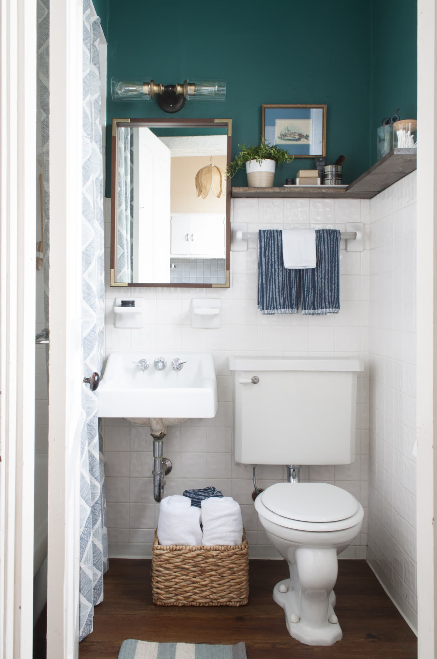8 Stylish Solutions for Ugly Rental Bathrooms | Apartment ...