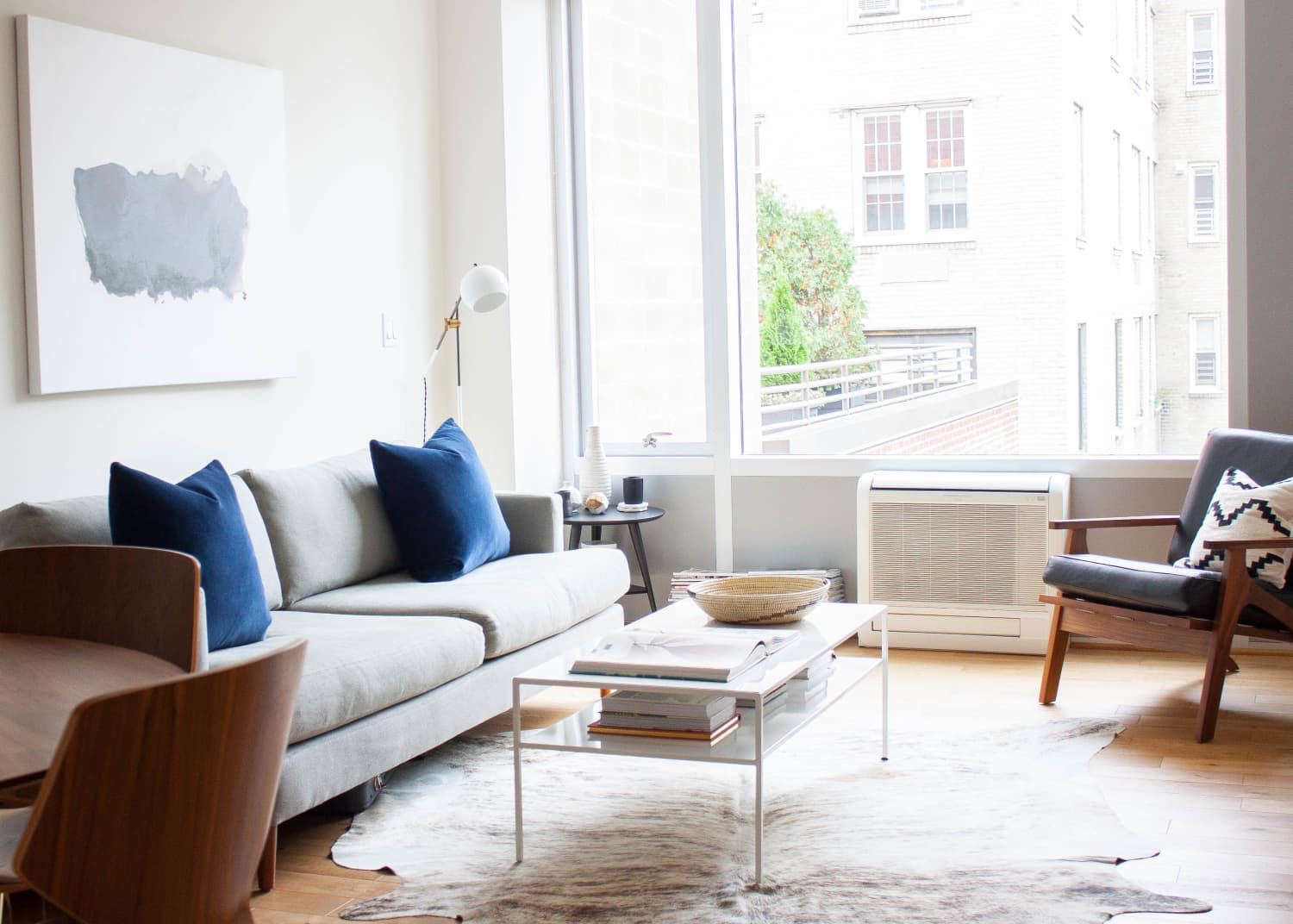 House Tour A Nyc Couple S Minimalist Retreat Apartment