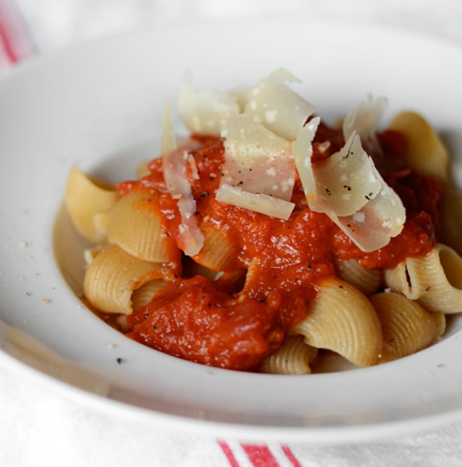 Marcella Hazan's Amazing 4-Ingredient Tomato Sauce