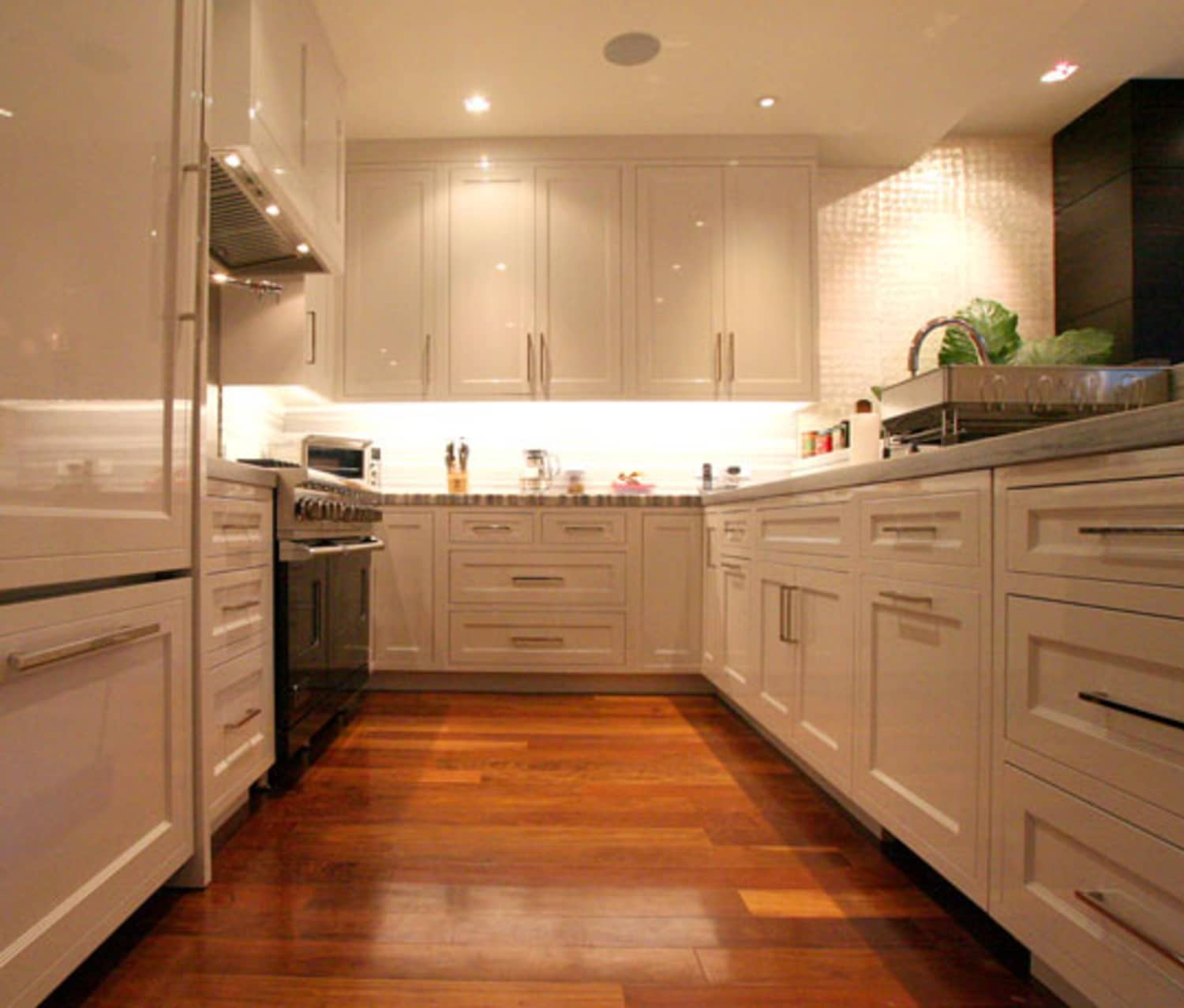 Gourmet Kitchen Definition: Doryn's Lovingly Lacquered Cooking Lab